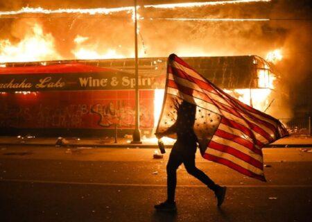 ایک اور سیاہ فام کا قتل، امریکی پولیس کے خلاف مظاہروں میں شدت