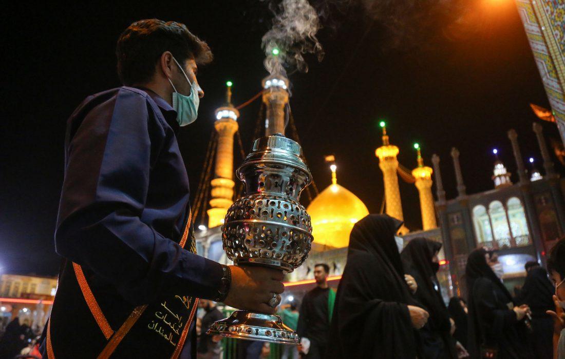تصویری رپورٹ| شب شہادت امام صادق (ع) روضہ معصومہ قم کے روح پرور مناظر