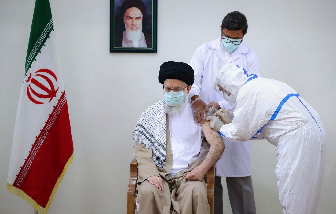 تصویری رپورٹ|رہبر انقلاب اسلامی آیت اللہ خامنہ ای نے کووڈ 19 کی ایرانی ویکسین برکت کی دوسری ڈوز انجیکٹ کروائی